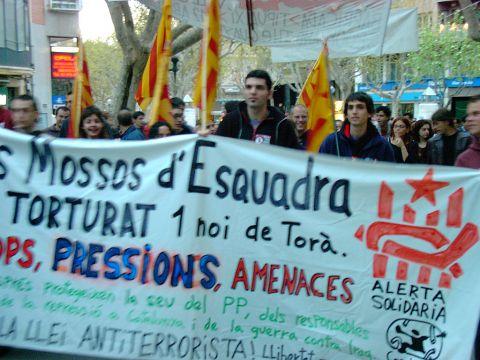 12.04.2003 Manifestació pels carrers  Lleida -  Alerta Solidària