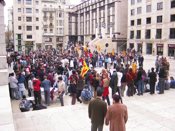 12.04.2003 Concentració a la plaça  Lleida -  Josep Ma. Sunyer
