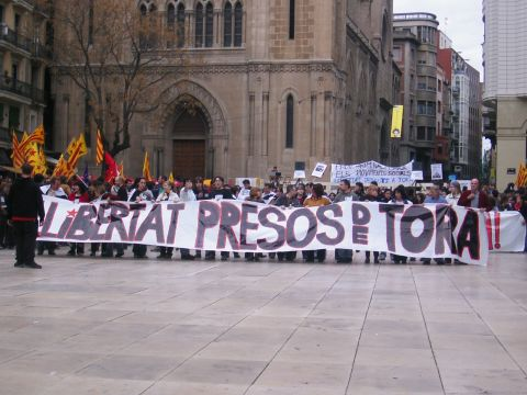 12.04.2003 Manifestació pels carrers  Lleida -  Josep Ma. Sunyer