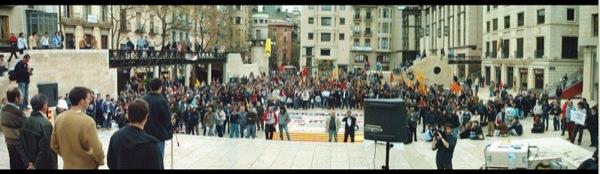 12.04.2003 Concentració a la plaça St. Joan  Lleida -  Ramon Santesmasses