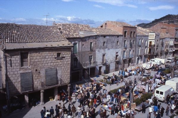 Plaça del Vall amb cal Barberet - Torà