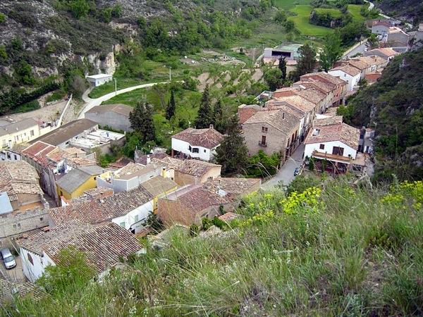 30.11.-0001 vista del poble des del castell  Castellfollit de Riubregòs -