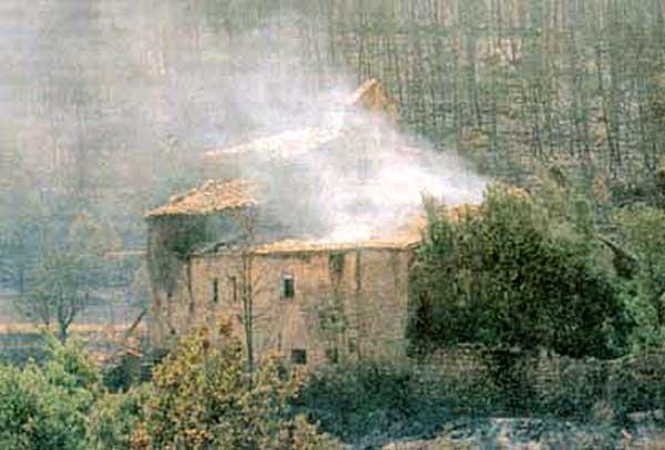 21.07.1998 El foc arribà al monestir  Cellers -