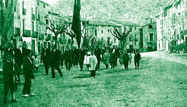 04.05.1917 Processó passant per la plaça del vall  Torà -