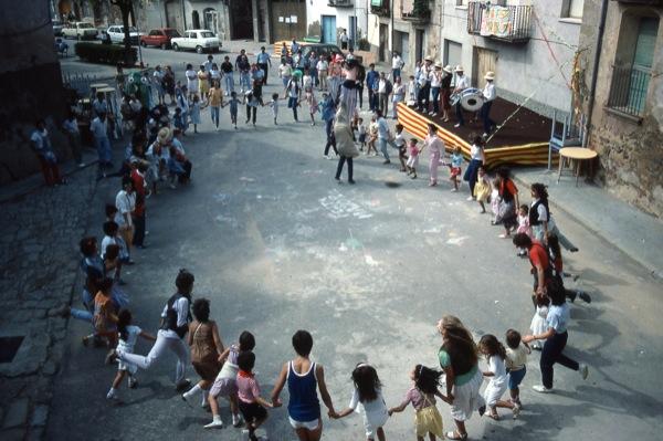 01.09.1983 Activitat infantil per la festa major  Torà -  Ramon Sunyer