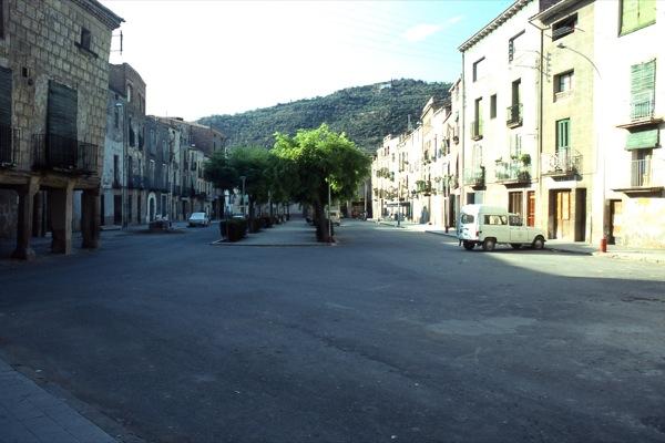 01.07.1985 La plaça amb la casa Barberet ja enderrocada  Torà -  Ramon Sunyer