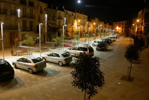 10.08.2010 Vista de nit de la plaça del vall  Torà -  Ramon Sunyer