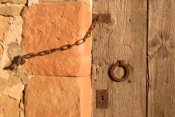 23.08.2010 Porta amb cadenat  Torà -  Ramon Sunyer