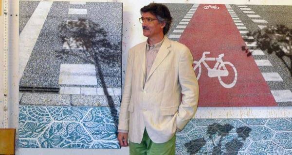 10.07.2010 Josep Cisquella posant per a la darrera exposició, Summertime  -