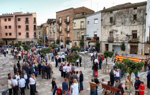 20.09.2010 La inauguració de la plaça ha comptat amb força públic  Torà -  J Gatnau
