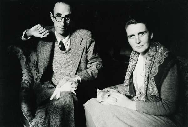 Màrius Torres amb Mercè Figueres al sanatori de Puig d'Olena,                                                                                                    - Puig d'Olena