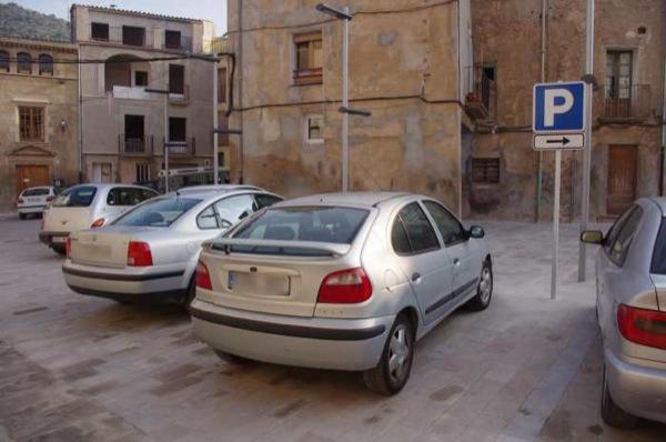 01.10.2010 Senyalètica indicant la zona d'aparcament  Torà -  Ramon Santesmasses