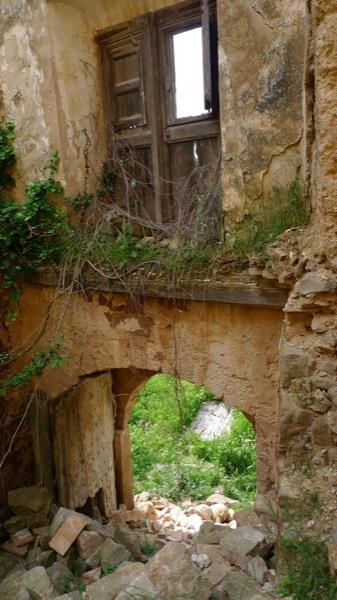 25.04.2010 Castell de llanera, la destrucció del seu interior és total.  Llanera -  Xavier Sunyer