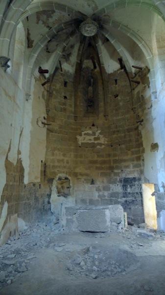 27.09.2009 Sant Martí de Llanera. Deplorable estat del seu saquejat interior. El seu retaule barroc es troba a l'església de l'Hostal Nou  Llanera -  Xavier Sunyer