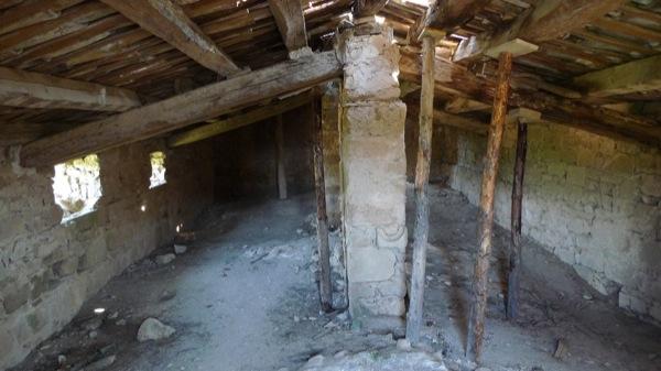 25.04.2010 Sant Martí de llanera. la teulada d'aquesta església gòtica va ser apuntalada per l'APAC de Torà per evitar el seu esfondrament el mes de març de 2006  Llanera -  Xavier Sunyer