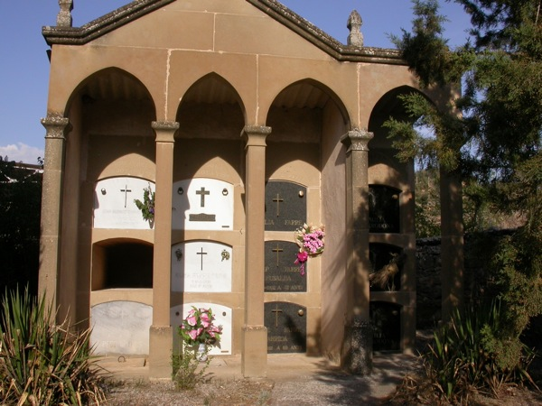 08.05.2005 Detall del cementiri  Fontanet -  Ramon Sunyer