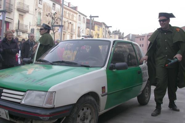 26.02.2011 l'arribada de la 'autoridá'  Torà -  Ramon Sunyer