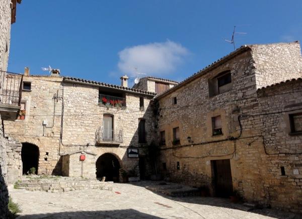 Vista de la plaça interior - Montfalcò Murallat