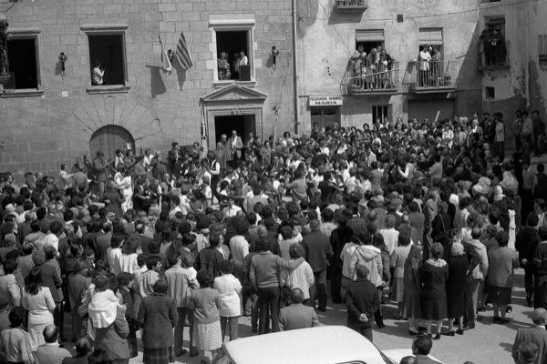 11.04.1984 Les caramelles apleguen un públic nombrós  Torà -  Ramon Sunyer