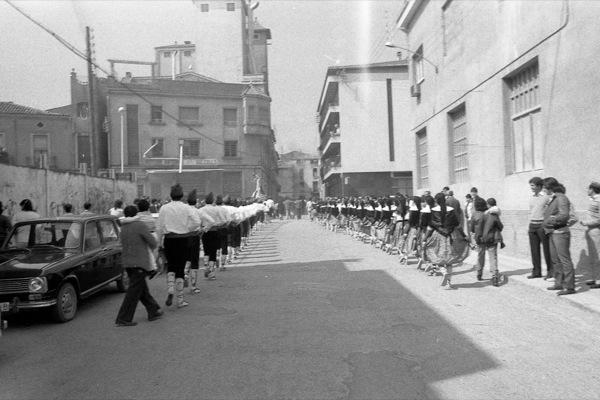 11.04.1984 L'arrivada a Torà  Torà -  Ramon Sunyer