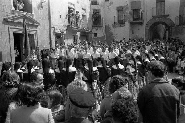 11.04.1984 Cantada devant l'ajuntament  Torà -  Ramon Sunyer