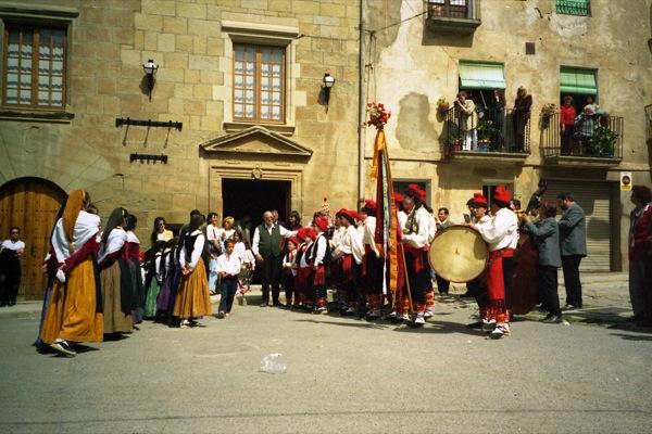 11.04.1999 Cantada devant l'ajuntament  Torà -  Ramon Sunyer