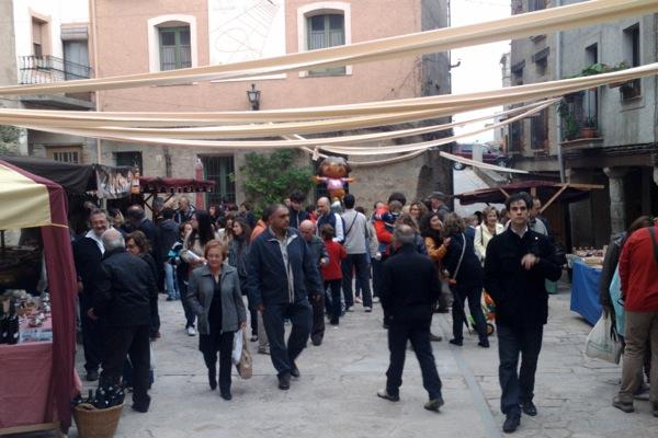 22.04.2011 enguany les parades també s'han instal·lat a la plaça de l'Església  Torà -  Ramon Sunyer