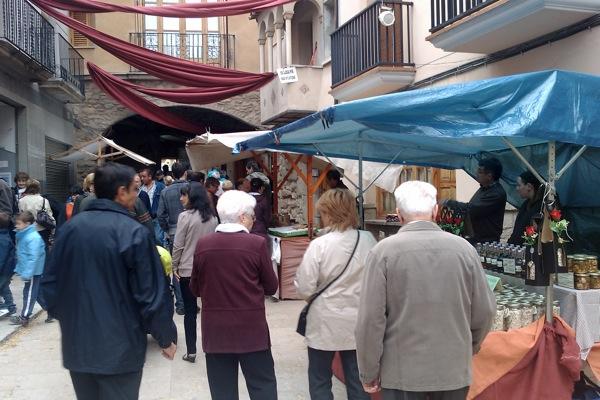 22.04.2011 detall de la plaça del pati  Torà -  Ramon Sunyer
