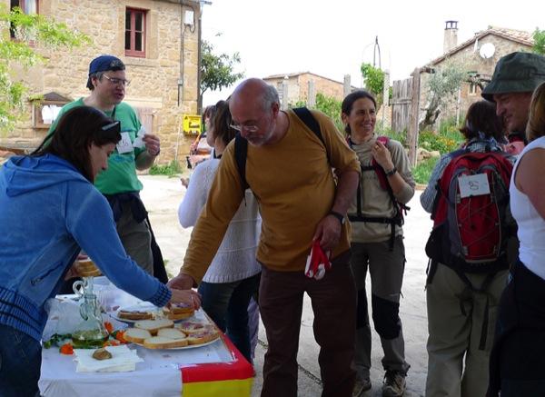 08.05.2011 No va faltar el pa amb oli i l'embutit, a Ardévol  Ardèvol -  Xavier