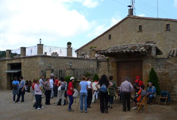 08.05.2011 El mas Oliva va acollir als caminants  Ardèvol -  Xavier