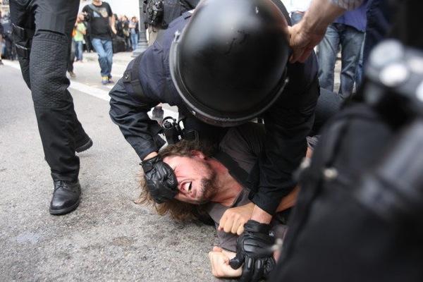 Brutalitat policial en el desallotjament