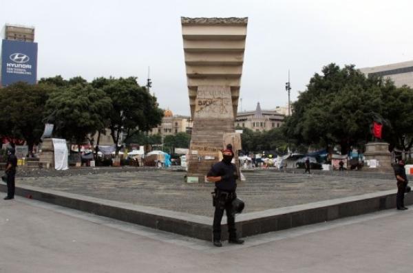 27.05.2011 Cordó policial en el desallotjament  Barcelona -