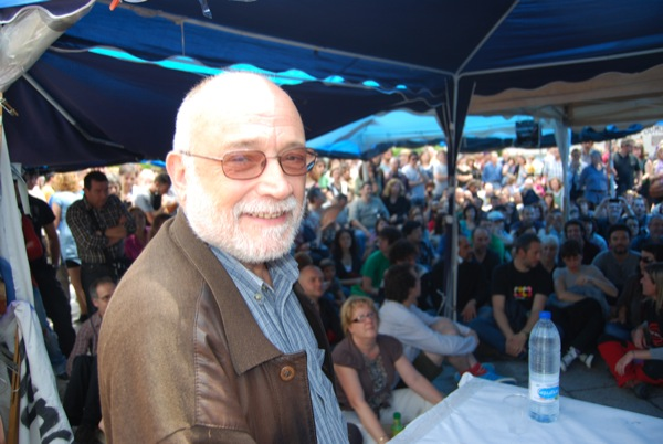 17.06.2011 El professor d€™economia a la UAB i president de Justícia i Pau, Arcadi Oliveres Boadella, 65, és un dels autèntics ideòlegs del moviment M-15  Barcelona -  diari de sabadell