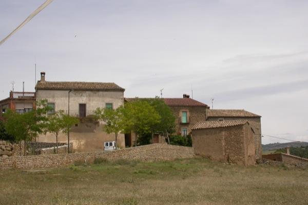 Detall del poble, cal Pla i Cal Mas