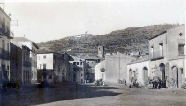 04.05.1920 Postal antiga de la plaça de la Creu  Torà -