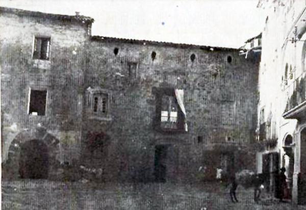 25.03.1912 Postal antiga de la plaça del Pati, a l'esquerra cal Torelló  Torà -