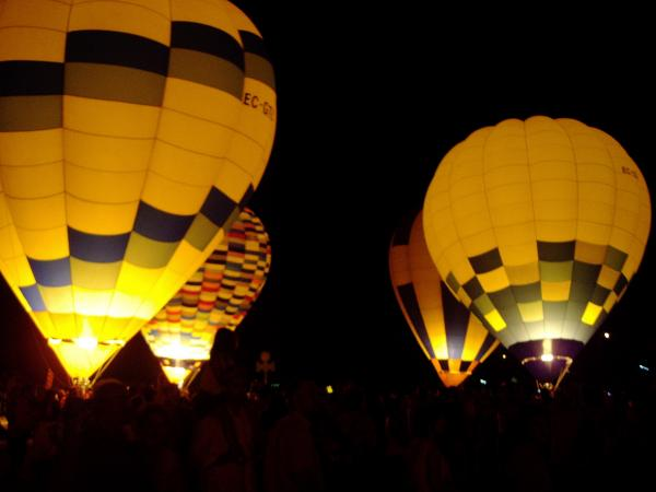 08.07.2011 night glow, l'encesa nocturna de globus  Igualada -