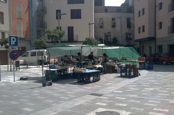 02.09.2011 mercat a la plaça del vall  Torà -  Ramon Sunyer