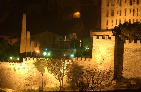 Vista de les muralles de nit - Cervera