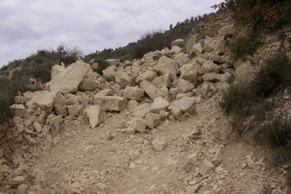 27.12.2011 Desmunt de pedres ocasionat per les obres  L'Aguda -