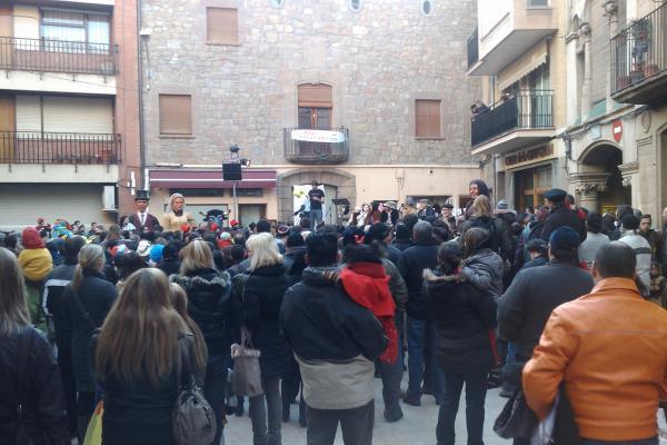 11.02.2012 Enguany el pregó s'ha fet a la plaça del pati  Torà -  Ramon Sunyer