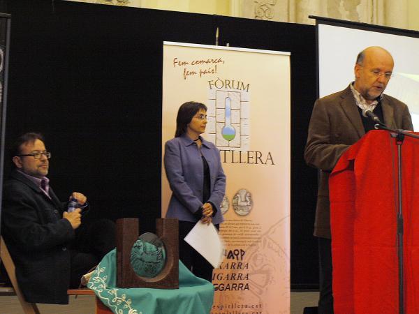 31.03.2012 Xavier Rivera, secretari del Jurat del Premi, llegint el veredicte  Torà -  Fòrum l'Espitllera