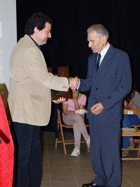 El President de la Fundació Cases entrega el premi a Forcat - Torà