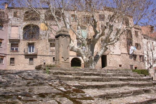 10.04.2012 La coberta de la font és de llosa de pedra  Torà -  Ramon Sunyer