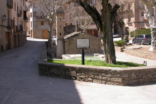 10.04.2012 La plaça ha canviat de nom en diverses ocasions  Torà -  Ramon Sunyer