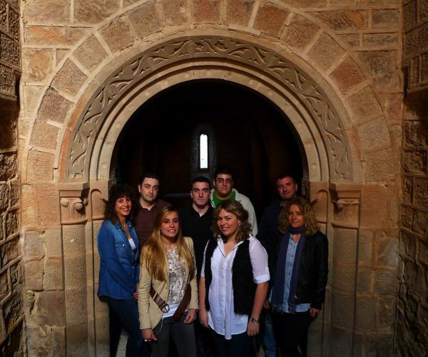 06.05.2012 Posant al monestir de Cellers  Torà -  Xavi