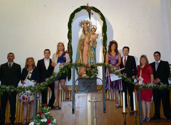06.05.2012 Posant a l'altar del Roser  Torà -  Xavi