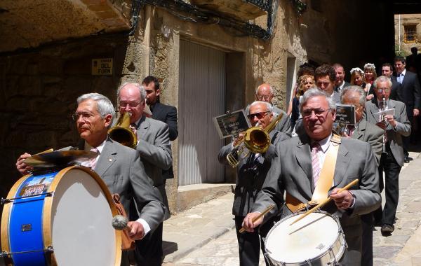 06.05.2012 La comitiva sortint de missa  Torà -  Xavi