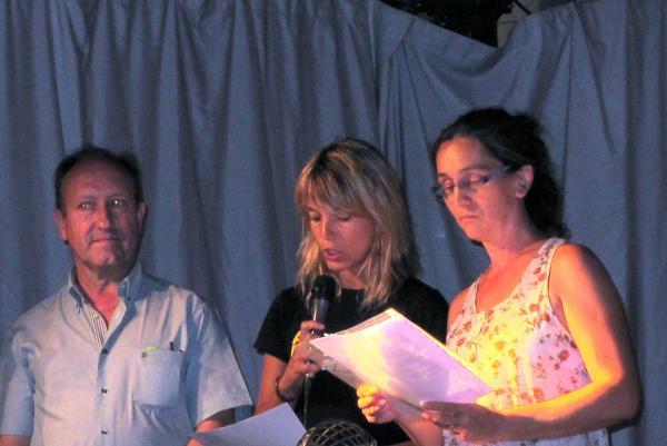 Corneli Caubet, alcalde del municipi, i dues responsables de campanya de la Segarra per la Independència - Biosca