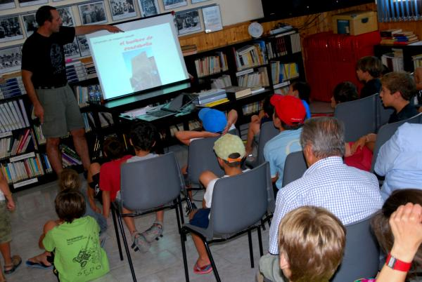 Jaume Moya explicant les llegendes de la Segarra a Sedó